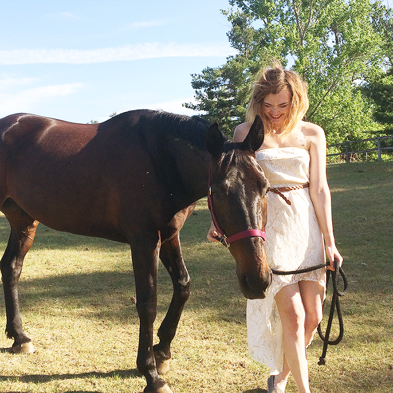 Behind The Scenes: Photo Shoot with a Horse